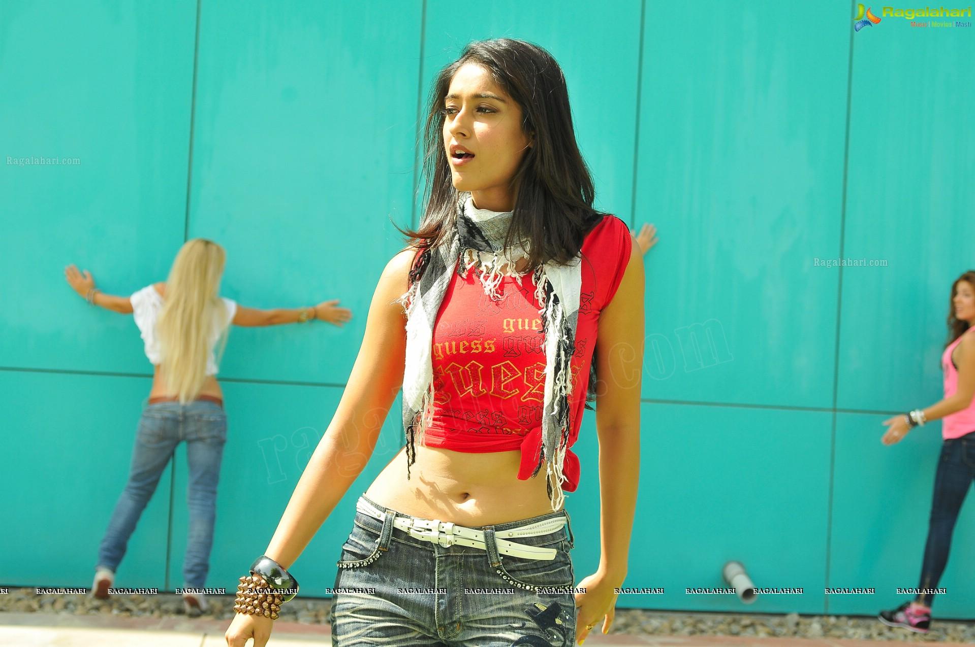 Gorgeous Actress Ileana in Midriff Dress - High Definition Photos