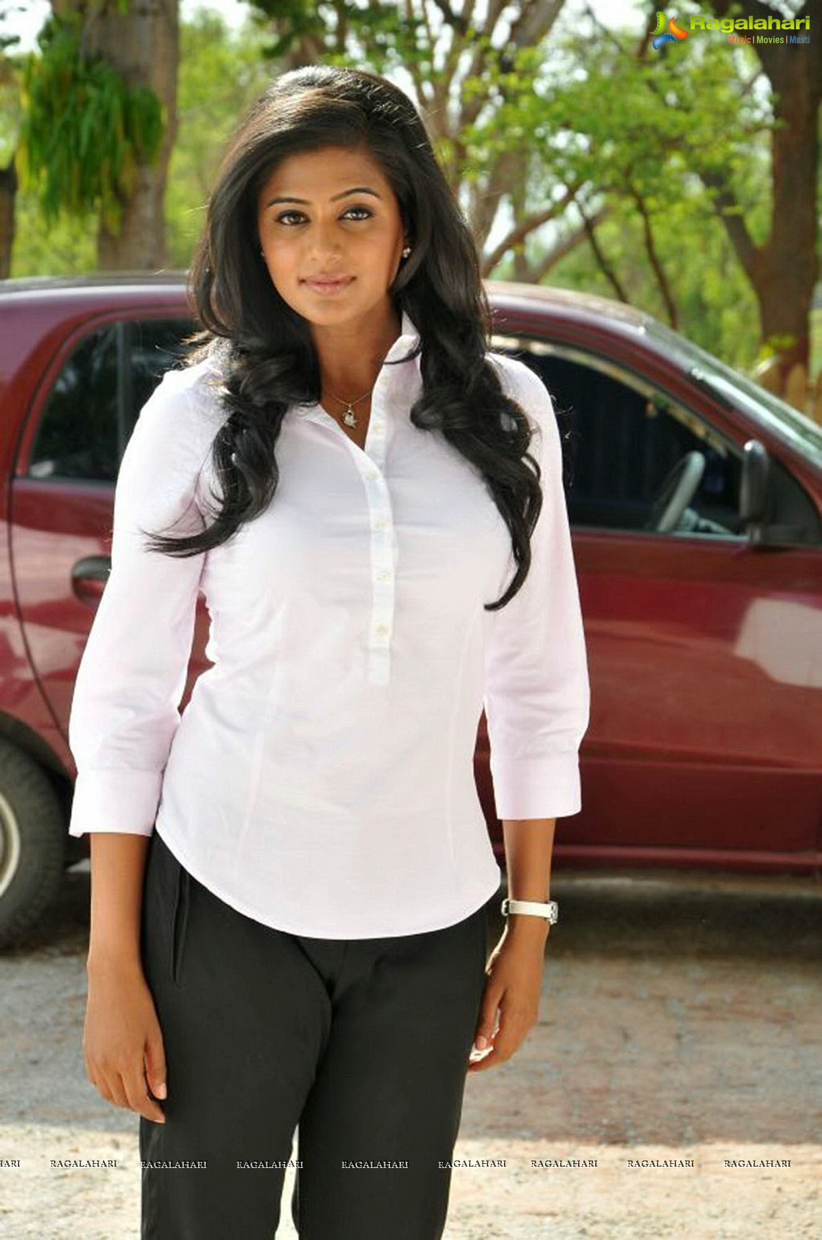 Priyamani as conjoined twins in Charulatha, Photo Gallery
