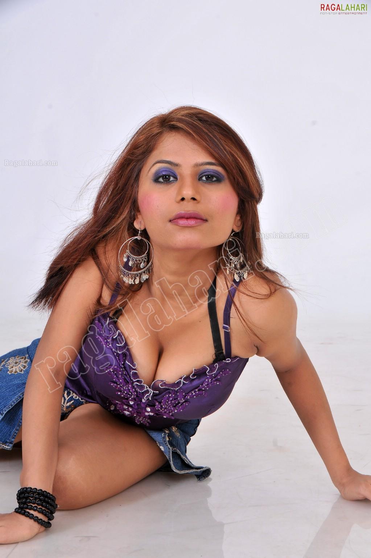 Zeba Khan (Exclusive)