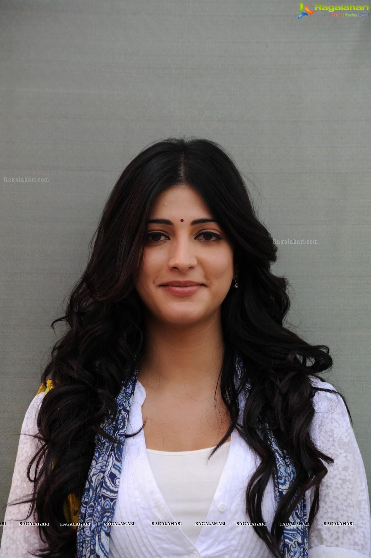 Shruti Haasan (Hi-Res)