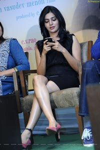 Samantha Sexy Crossed Legs - High Definition