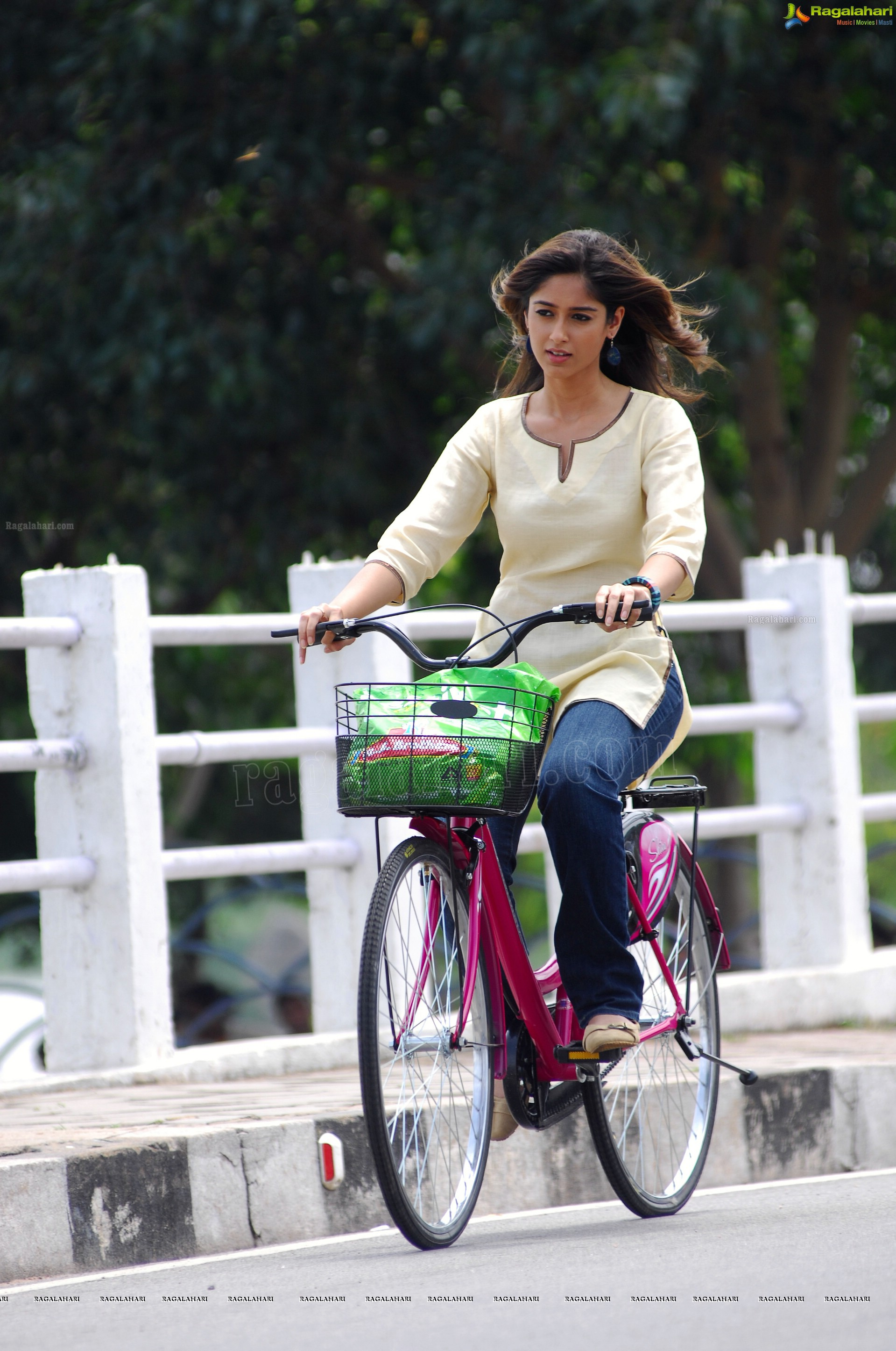 Exclusive HD Photos: Ileana D Cruz in Main Tera Hero