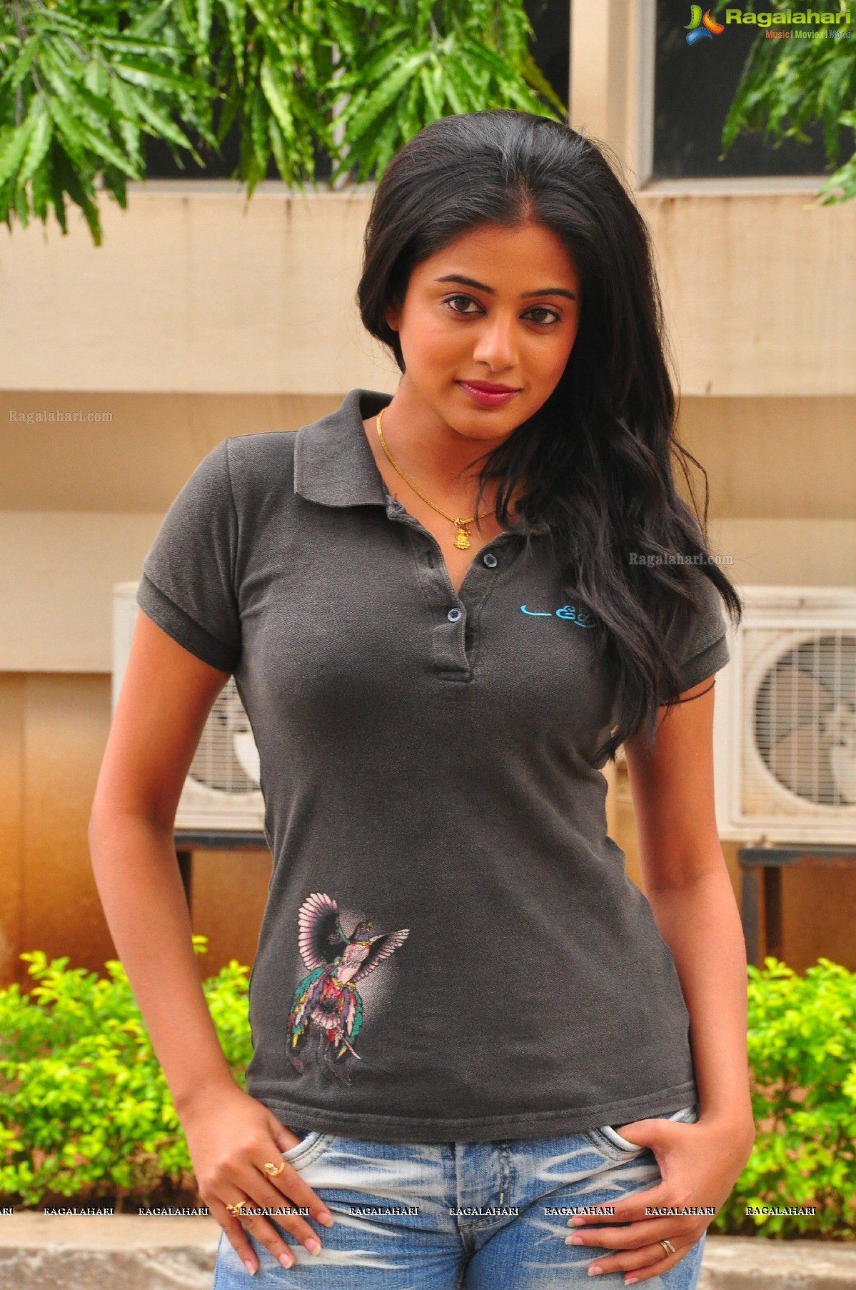 Priyamani in T-Shirt and Jeans, Photo Gallery