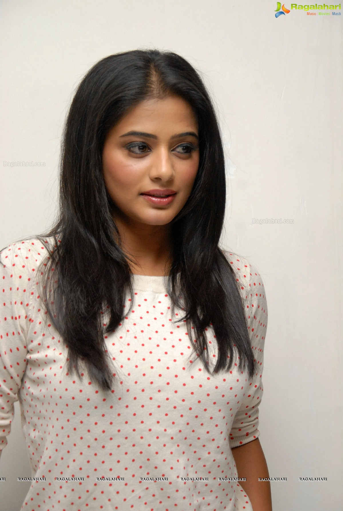 Priyamani in Jeans at Charulatha Press Meet, Photo Gallery