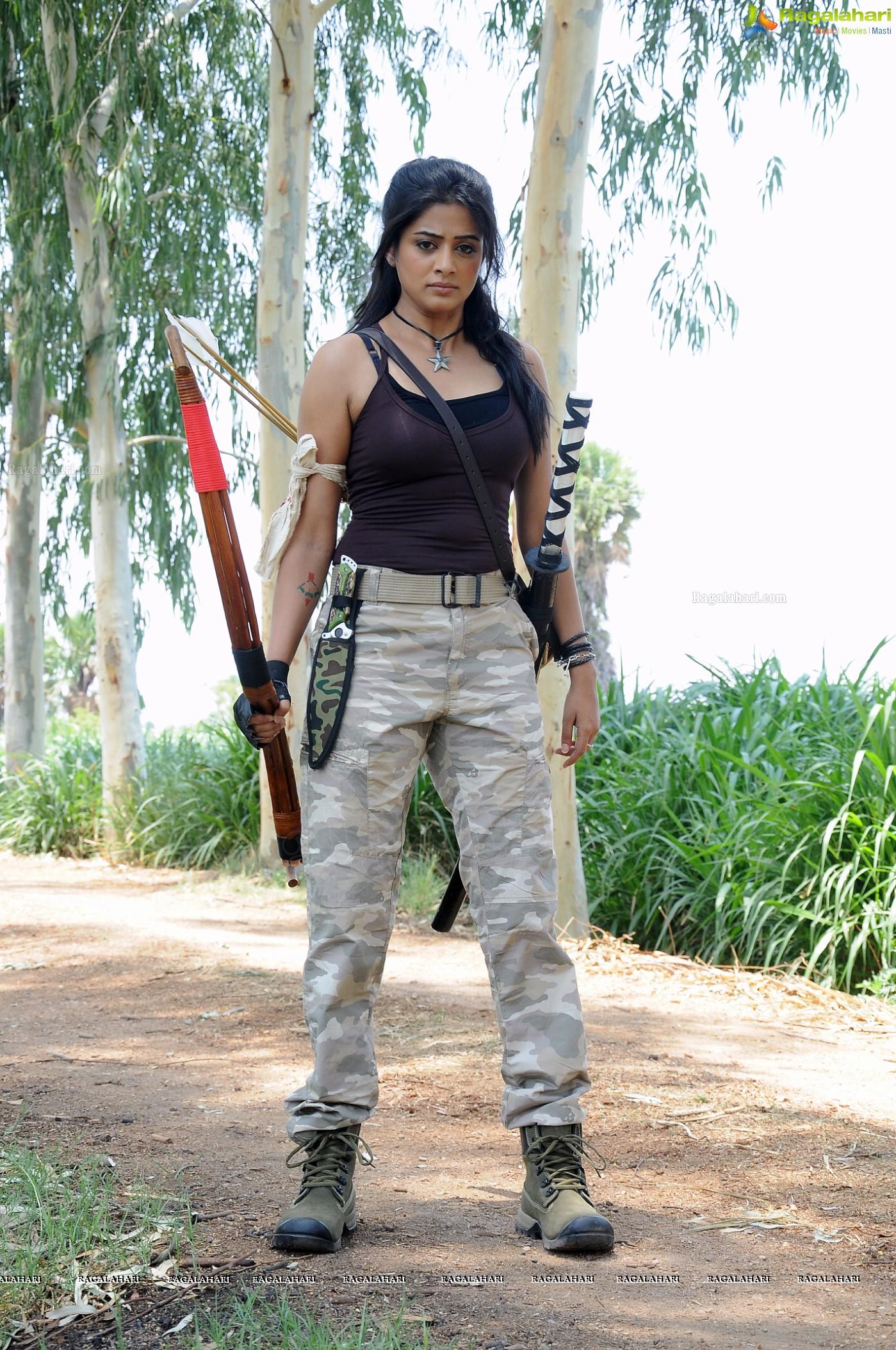 Priyamani Stills from Chandee Movie, High Resolution Wallpapers